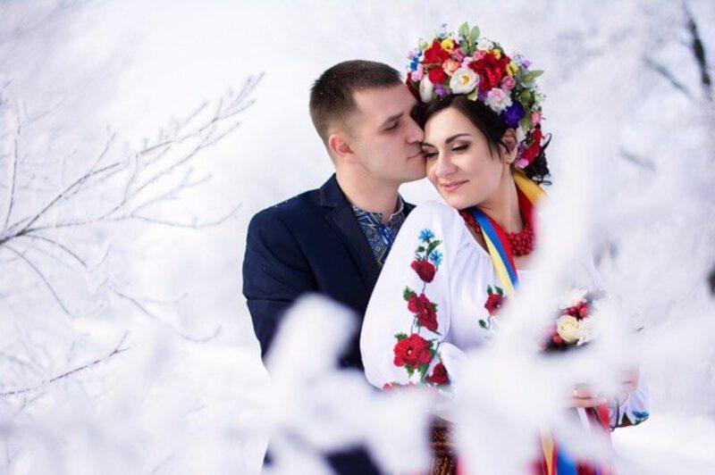 Zimowe okrycia ślubne