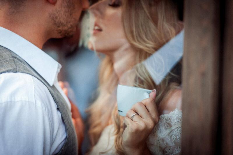 Zdjęcia ślubne, które oddają wyjątkowy klimat? Pozwól się oczarować…